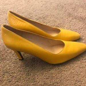 Charles Jourdan Yellow Leather Classic Pumo Sz 9
